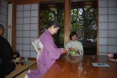 2017-11-Sachiko-serving-tea