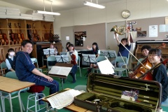 2016-07-Tanith-in-music-class