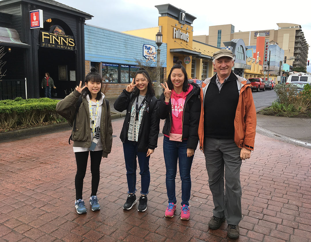 Ayumi, Karin & Ichika with Ron at Seaside (GESCA S.E. 2018)